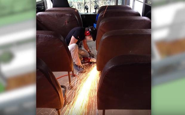 Un couple et ses trois enfants emménagent dans un bus abandonné. Lorsque vous verrez l'intérieur, vous tomberez à la renverse. - 2