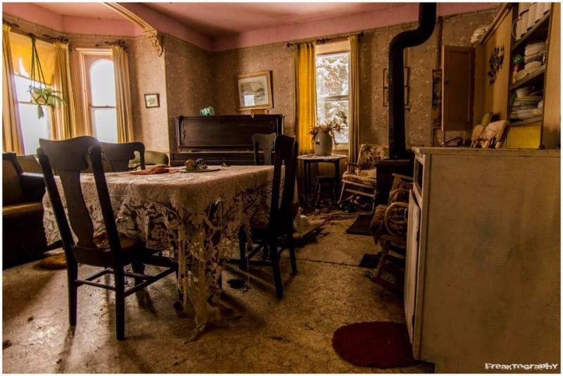 Fot 243 Grafo Toma Fotos Del Interior De Casa Abandonada Hace